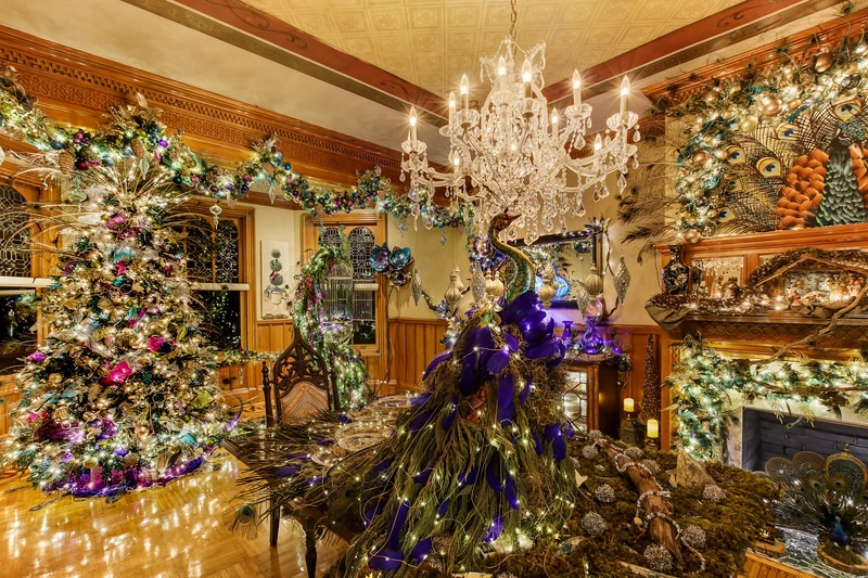 unique-florida-atttraction-stetson-mansion-holiday-decor