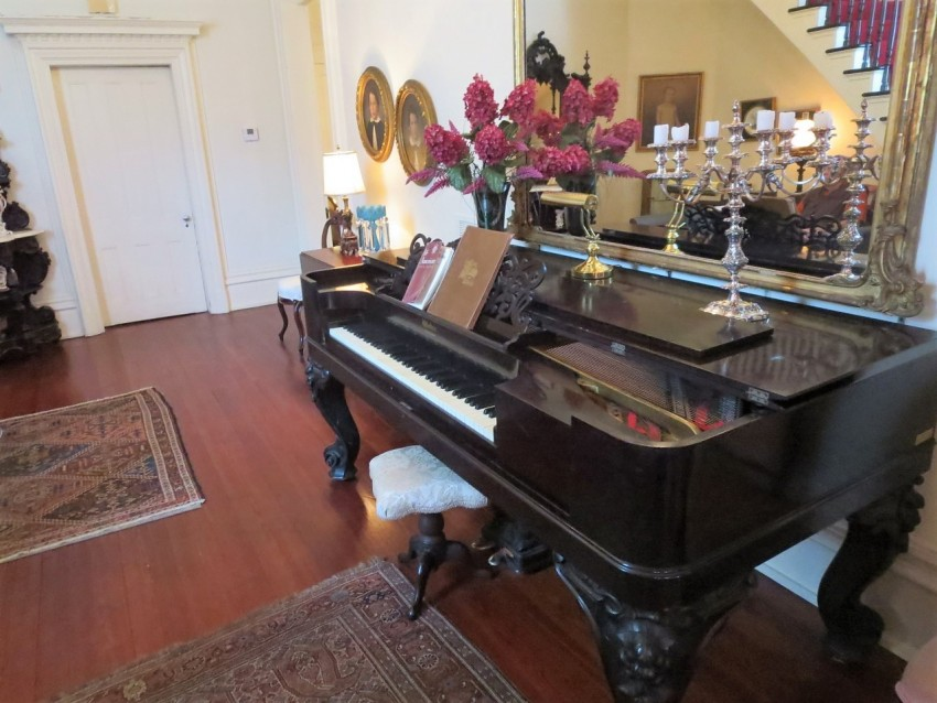 piano room at mobile mansion