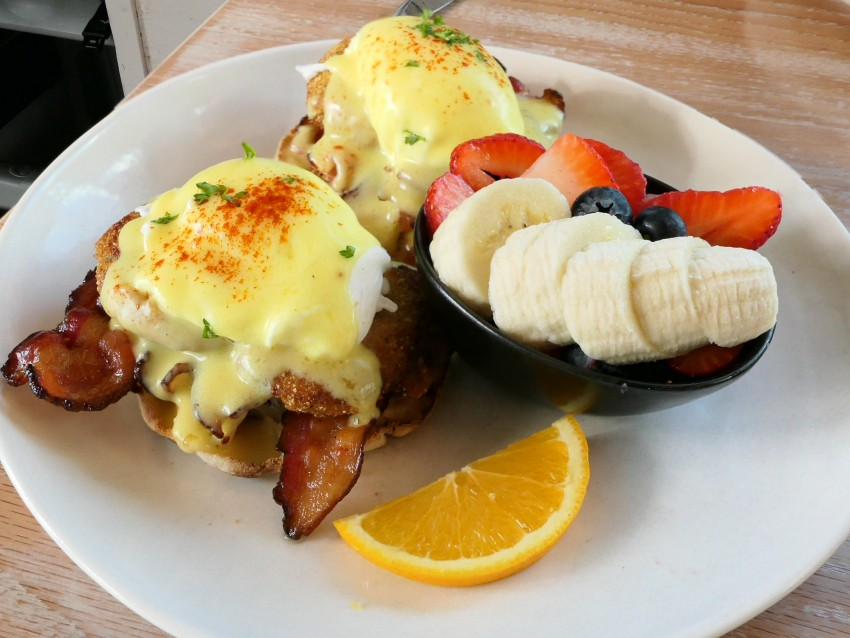Country-Egg-Benedict-at-Blueberrys-Grill