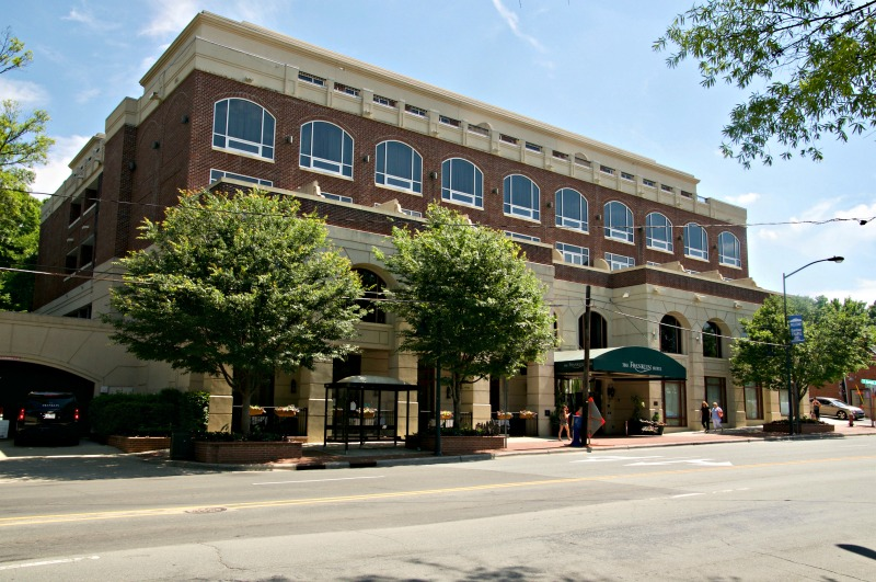 You should consider staying at the upscale Franklin Inn when visiting Carrboro, North Carolina.