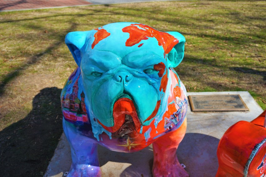 university of Georgia bulldog sculptures
